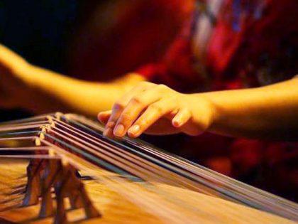 Eröffnungsfest Die Grammatik des Spontanen<br>Musik von Yuanfang Zhang an der Guzheng